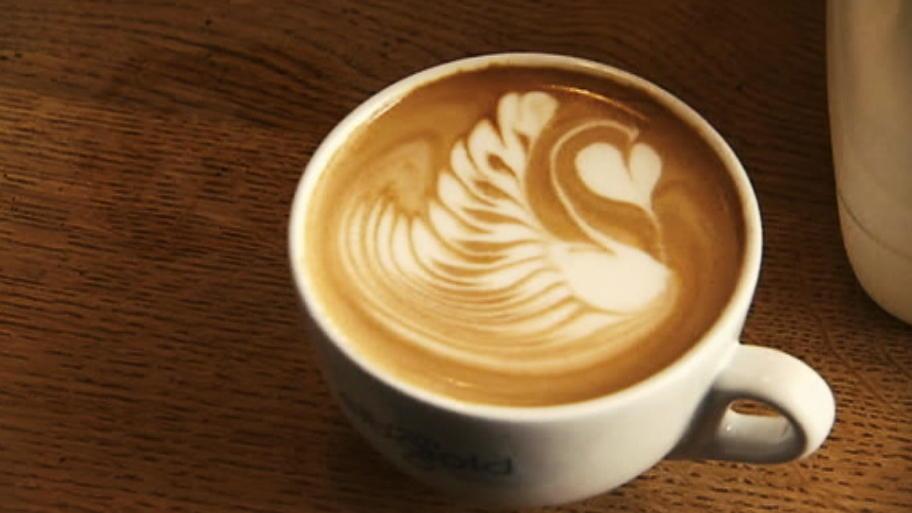 latte art anleitung f r einen schwan aus milchschaum auf dem kaffee. Black Bedroom Furniture Sets. Home Design Ideas