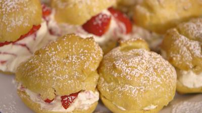 Rezept: Erdbeer- und Kräuterquark-Windbeutel