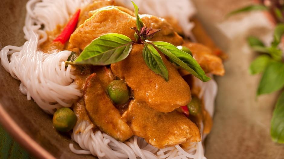 Hähnchen-Curry mit Reisbandnudeln - Blitzrezept