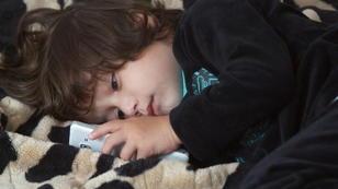 Rayan ist handysüchtig - mit nur 3 Jahren