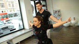 RTL-Reporterin checkt drei EMS-Trainingsgeräte