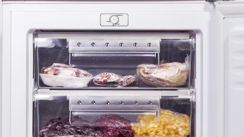 Amica Kühlschrank Abtauen : Gefrierfach abtauen so wird die kühltruhe in kurzer zeit eisfrei