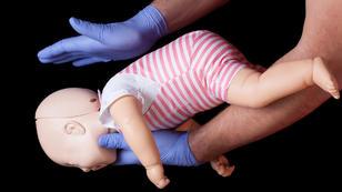 Babys vor dem Ersticken retten