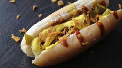 Rezept: Speck und Halloumi Hotdog-Spieße