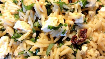 Rezept: Salatbar:   KRITHARAKI (griechische Reisnudel)