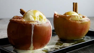 Rezept: Bratäpfel mit Cranberries und Vanille-Eis