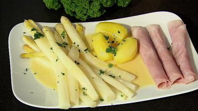 Rezept: Spargel in selbst gemachter Sauce Hollandaise mit Kartoffeln und Schinken
