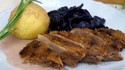 Rezept: Gänsebrust mit Rotkohl und Knödel