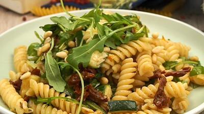 Rezept: Nudelsalat italienische Art mit Honig-Senf-Dressing