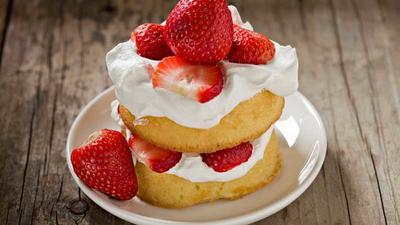 Rezept: Erdbeertörtchen, Minzerdbeeren, Erdbeeren in Schokolade & Erdbeer-Frühlingsrollen
