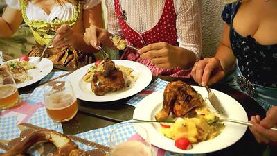 Rezept: Wiesenhendl mit bayerischem Kartoffelsalat