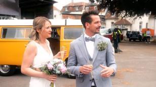 Verrückte Corona-Hochzeit im Autokino